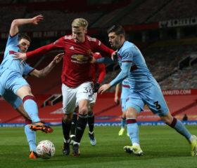 Donny Van de Beek fick en sällsynt start mot West Ham. Insatsen blandade och gav.