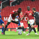 MANCHESTER, ENGLAND - MAY 11: Jamie Vardy of Leicester City battles for possession with Axel Tuanzebe and David de Gea of Manchester United during the Premier League match between Manchester United and Leicester City at Old Trafford on May 11, 2021 in Manchester, England. Sporting stadiums around the UK remain under strict restrictions due to the Coronavirus Pandemic as Government social distancing laws prohibit fans inside venues resulting in games being played behind closed doors.  (Photo by Peter Powell - Pool/Getty Images)