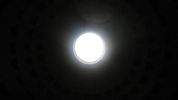 Pantheons enda ljuskälla är... Bah, kultur?!