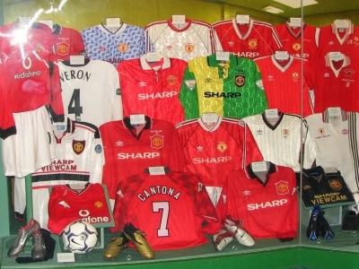 Reservställ, målvaktströjor, sponsorer och kuriosa om Manchester Uniteds dräkt