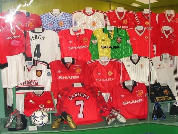 Grönt och guld till rött, vitt och svart: Historien om Manchester Uniteds dräkt