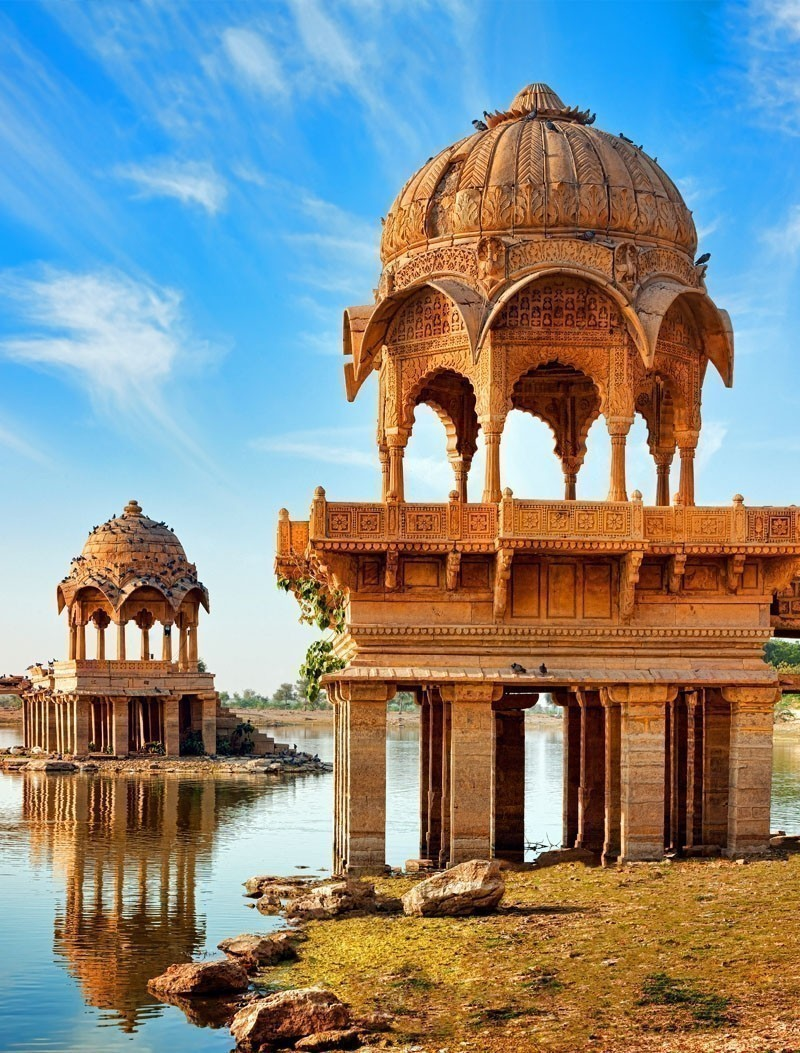 Gadi Sagar (Gadisar) Lake is one of the most important tourist attractions in Jaisalmer, Rajasthan, North India. | Your Complete Travel Guide to India