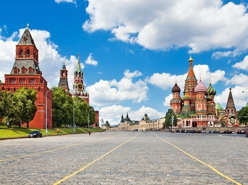 Kremlin and at St. Basil Cathedral on Red Square in Moscow | TOP 10 World-famous City Squares