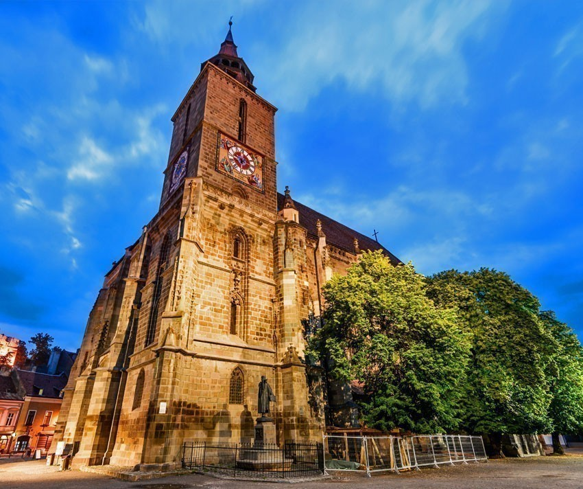 Night image of Black Church built in medieval times in Council Square in downtown of Brasov, Transylvania | 5 Reasons Why Romania is the Country Every Traveler Needs to Visit