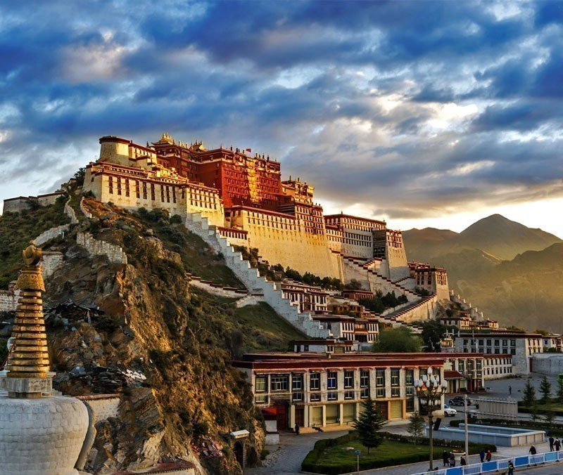 The world's highest palace which was once the seat of the Tibetan government and the winter residence of the Dalai Lamas, Potala Palace | 10 Wonders Of The World You Have To Visit
