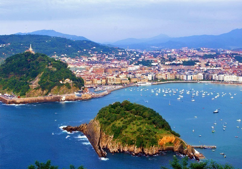 The Concha gulf in the city of San Sebastian | 10 Best Places to Visit in Spain