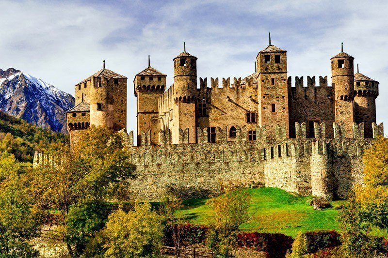 10 Awesome Castles to Visit in Italy