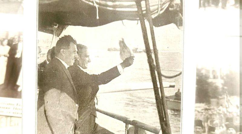 Atatürk İstanbul'luları Selamlıyor