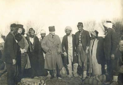 Atatürk, Ankara yakınlarında Gölbaşı'nda. (6 Mart 1921)