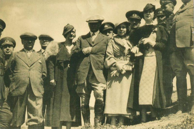 Gladys Baker Atatürk İçin; İnsanı Teslim Alıcı Gözler...