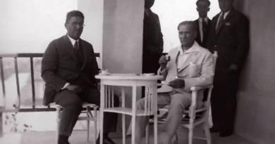 """""""Çok Zaman, Atatürk'ün İpek Mendiliyle Gözlerini Sildiğini Görmüşümdür."""""""