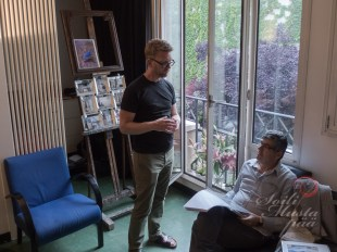 Some guests studying my Portfolio during the Open Studio @ Atelier #1518 (Armenie). Behind some new experiments in mirror frames.