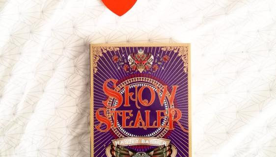 recensie showstealer Hayley Barker showstopper
