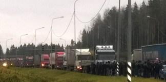 """Карельские """"дальнобойщики"""" поддержали всероссийскую акцию протеста. Фото: vk.com"""