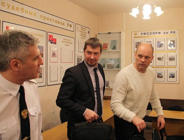 Предприниматель Цмугунов пришел на встречу вместе со своим представителем. Фото: Тимофей Хидман