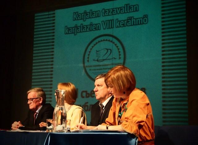 Даже на съезде карелов глава республики Александр Худилайнен не забыл об инвесторах, туристах и врагах. Фото: Валерий Поташов
