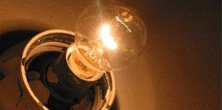 Лампочка в подъезде не может стоить дорого. Фото: gorodpushkin.r