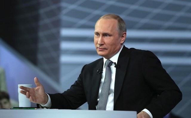 Прямая линия давно превратилась в монолог одного актера. Фото: kremlin.ru