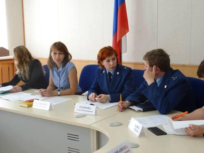 В Общественной палате Карелии обсудили проблемы дольщиков за круглым столом. Фото: Антонина Крамских