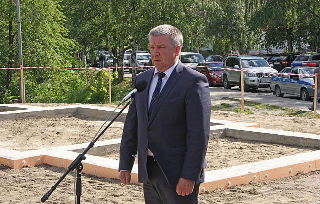 Строительство храма поддержал губернатор Александр Худилайнен. Фото: gov.karelia.ru