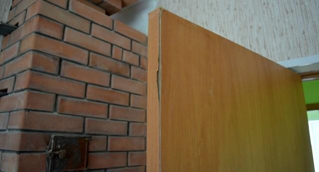 Новые двери уже расклеились и не закрываются. Фото: Алексей Владимиров