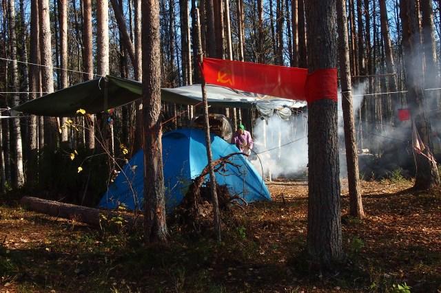 Лагерь защитников Сунского бора. Фото: Валерий Поташов
