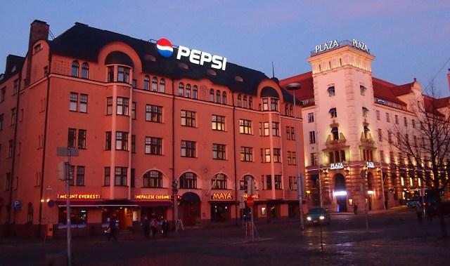 Популярный непальский ресторан в самом центре Хельсинки - яркий пример взаимопроникновения культур, в том числе и через национальную кухню. Фото: Валерий Поташов
