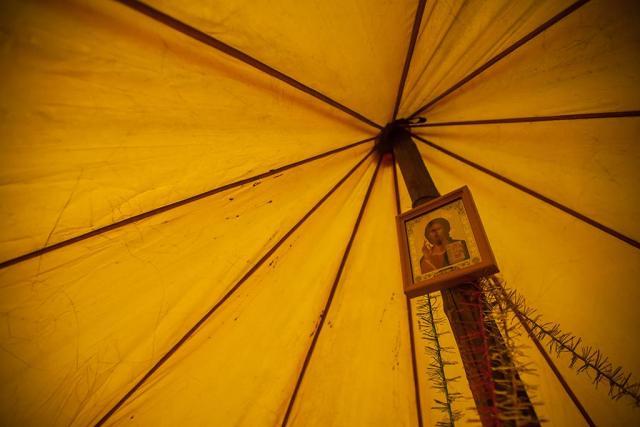 """В """"партизанской"""" палатке. Фото: Игорь Подгорный"""