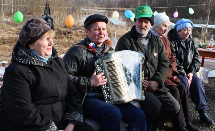 На празднике Дня Победы в деревне Суна. Фото: Валерий Поташов
