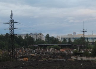 Бывшие корпуса Онежского тракторного завода в историческом центре Петрозаводска пошли под снос. Фото: Валерий Поташов