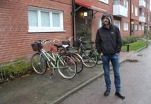 Бывший житель Петрозаводска Никита Михайлов во дворе одного из самых неблагополучных районов Швеции. Фото: Валерий Поташов