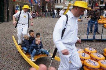 Kids on tour on the cheese market
