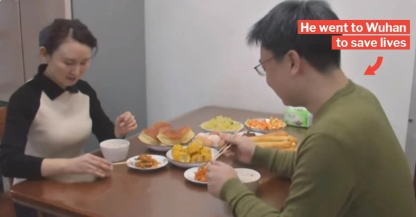 Chinese Doctor Has One Last Meal With Wife Before Leaving To Join Frontline Battle Against Wuhan Virus