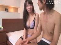 ハーフ系AV女優の晶エリーが素人相手に痴女攻めしてるセックス動画