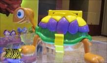 Um dos ovos Tortuguita vem dentro de uma maleta que vira tartaruga.