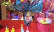 Mais maletas: desta vez, da linha Princesas da Disney (Nestlé). Mas tem também as bonecas que trocam de vestido.
