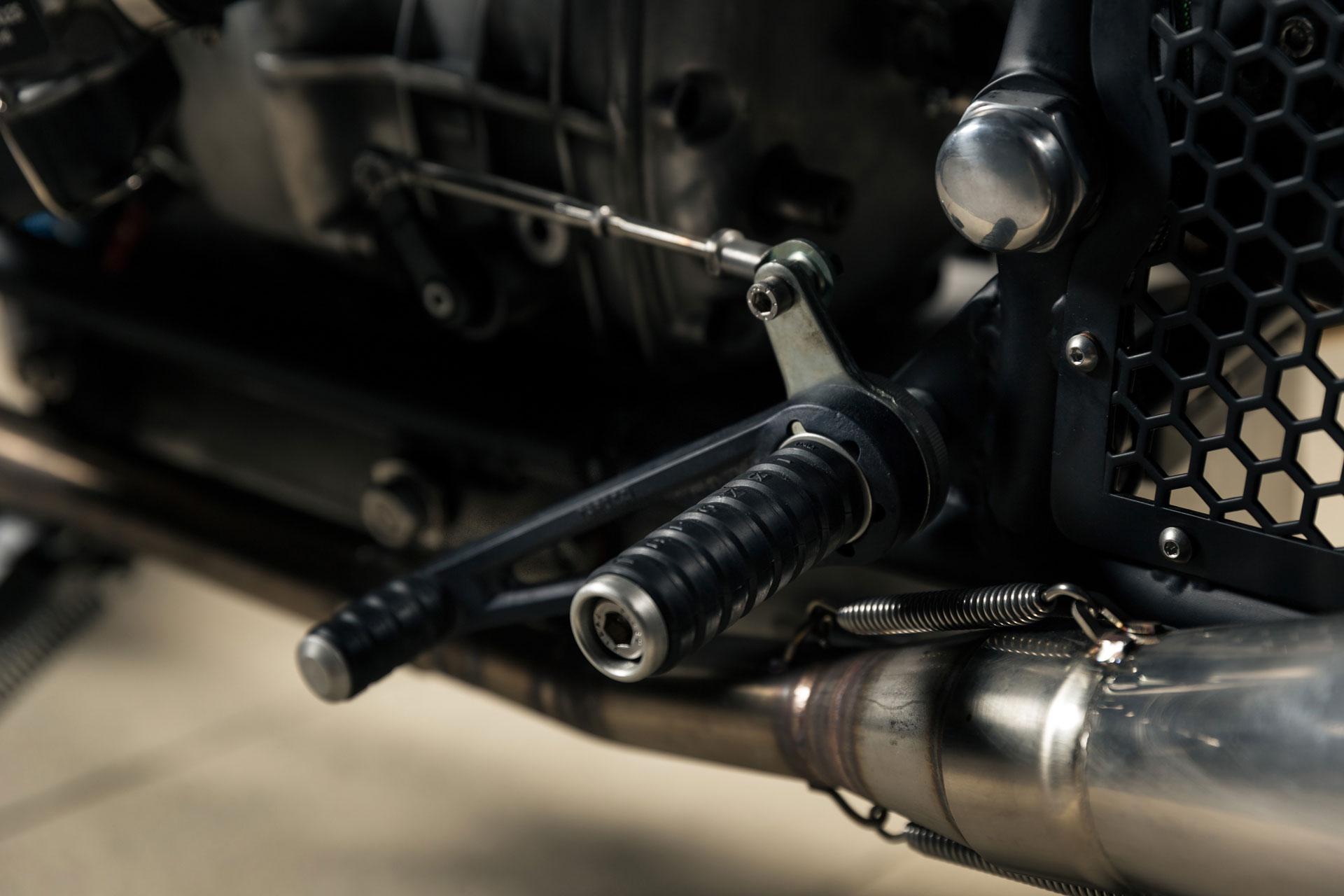 BMW-R69S---Voltron-15