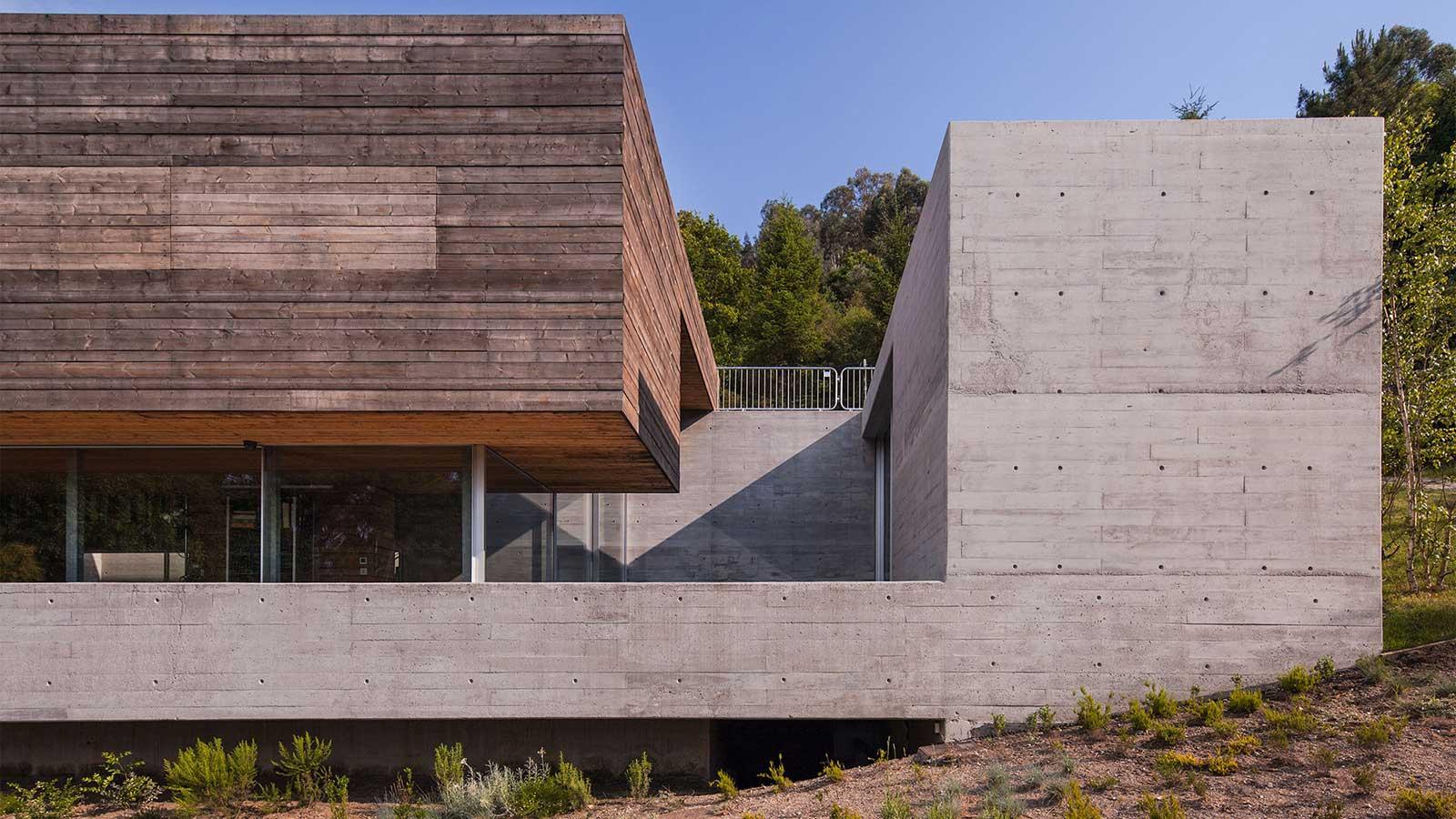 Geres-House-By-Carvalho-Araujo-5