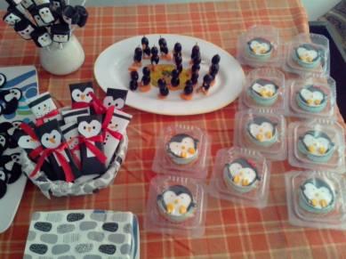Pingu party table setup