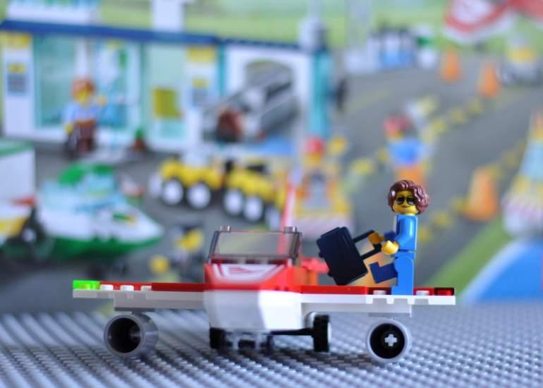 Wir werden 4! Kinder entwickeln sich. Bauen mit Lego Junior #Werbung #Bloggeburtstag #Kinder #Lego #batseln #bauen #Spieltipp #geburtstag
