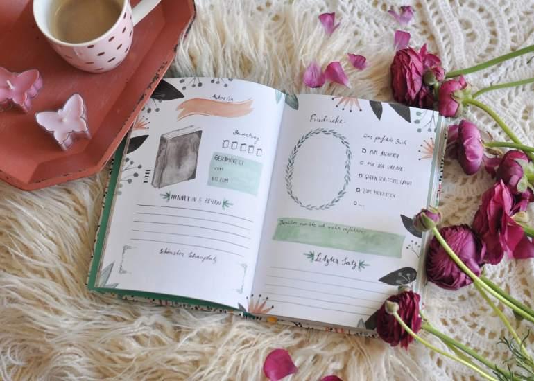 """Ein Buch für Buchliebhaber! In diesem """"Freundebuch"""" finden nicht nur Gedanken und Erinnerungen an gelesene Bücher, sondern auch Zitate, Verleihlisten ihren Platz. Jede Seite ist liebevoll illustriert. #buch #geschenk #lesen #leseliste #posiealbum #freundebuch #geschenk"""