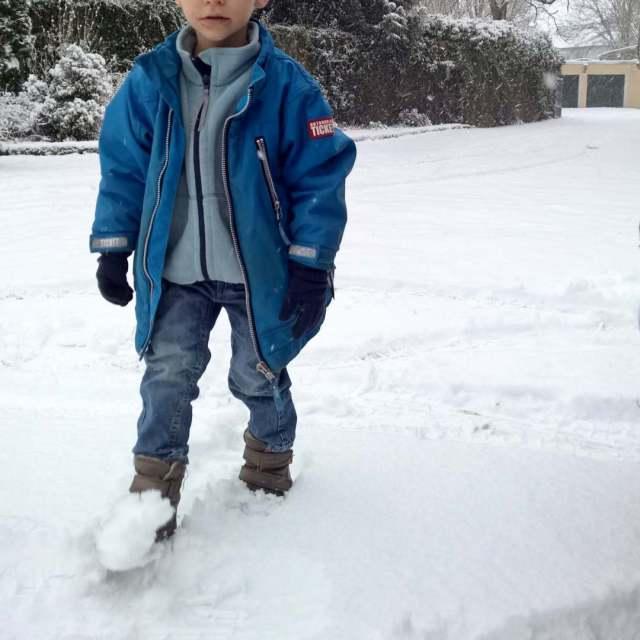 WINTER  Das Sommerkind mag keinen Schnee denn der isthellip
