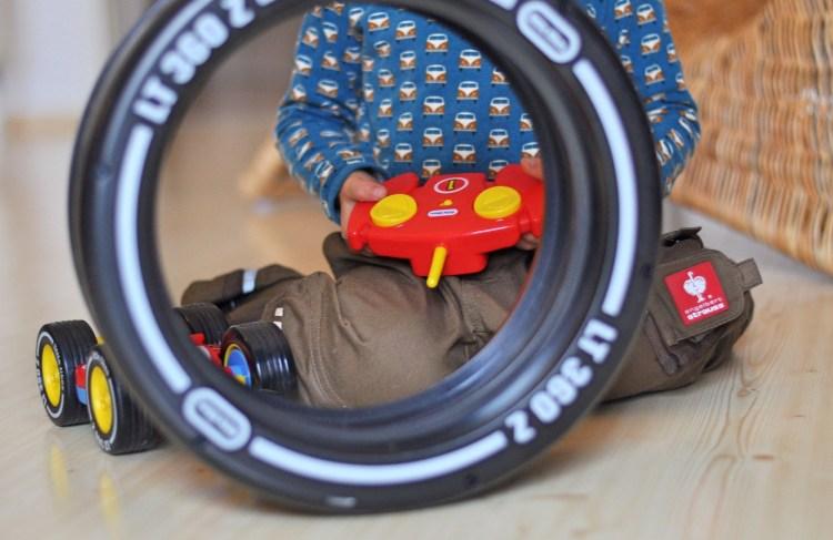 Tire Twister, rasante Fahrmanöver auch für kleine Autofans, endlich ein ferngesteuertes Auto für Kinder ab 3 Jahren, den Produkttest gibt es auf Mutter&Söhnchen