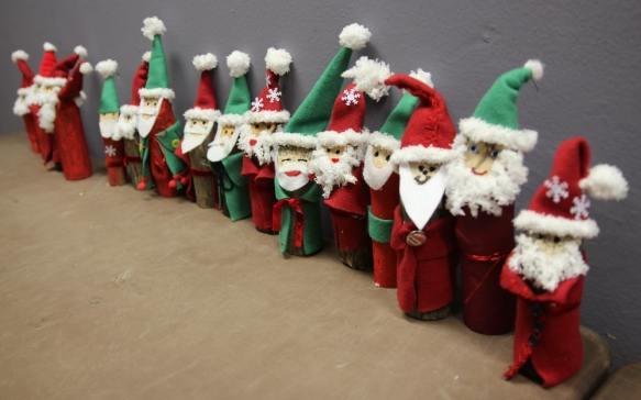 Basteln mit Kindern, Basteln für Weihnchten: Weihnachtsmänner aus Holz