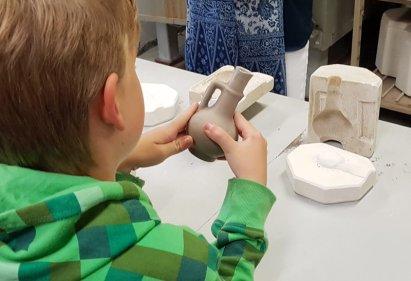 Delft mit Kind: Delfter Keramik in der Manufaktur De Delftse Pauw