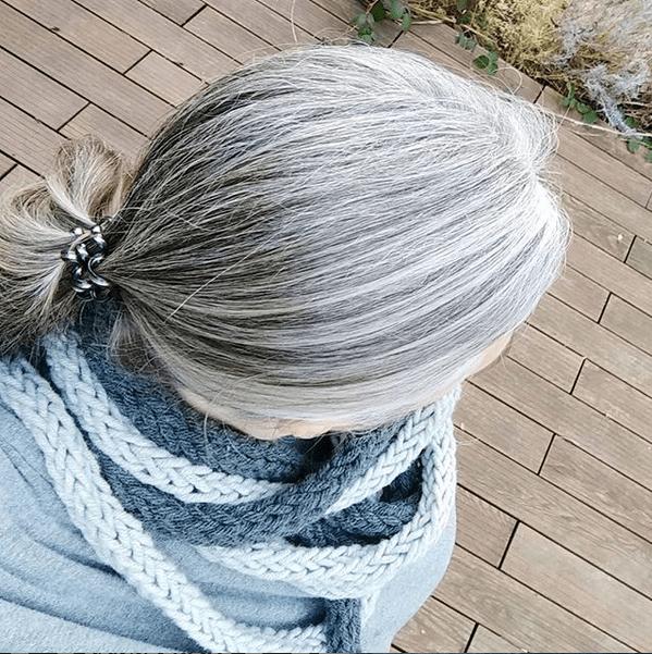 muttis-naehkaestchen-graue-haare-grombre-8