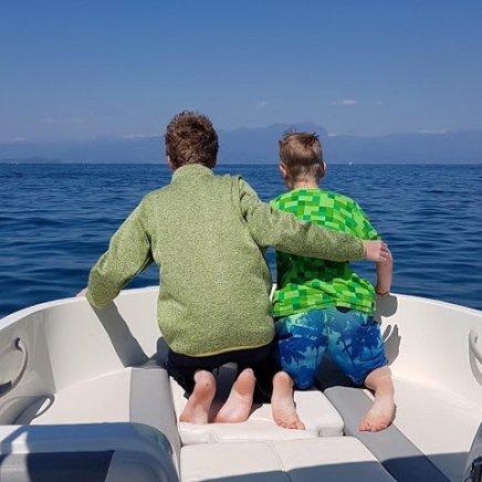 gardasee-mit-kind-motorboot-fahren-1