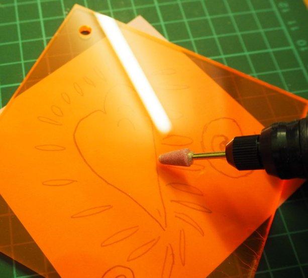DIY Sun Catcher: Selbstgemachter Sonnenfänger aus floureszierendem Plexiglas - Making of