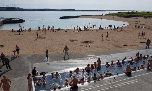 Island mit Kind: Reykjavik mit Familie - Nautholsvik Strand