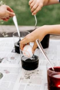 Kreative Ostereier: Batikdesign mit Wachsmalkreiden